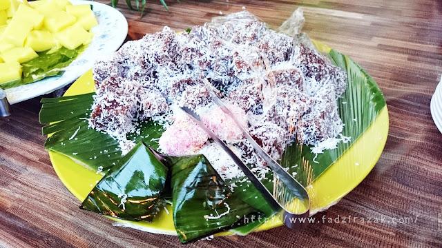 Buffet Ramadhan D'Kampung Cafe dekat Anggerik Mall Shah Alam.