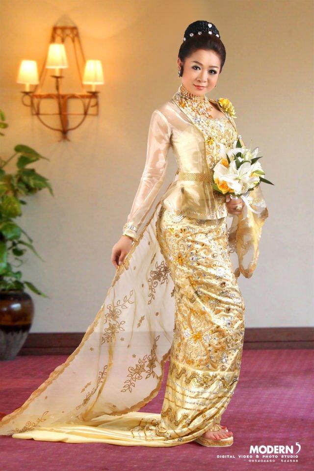 Model Myat Moh Moh Theint in Burmese Classic Wedding Dress