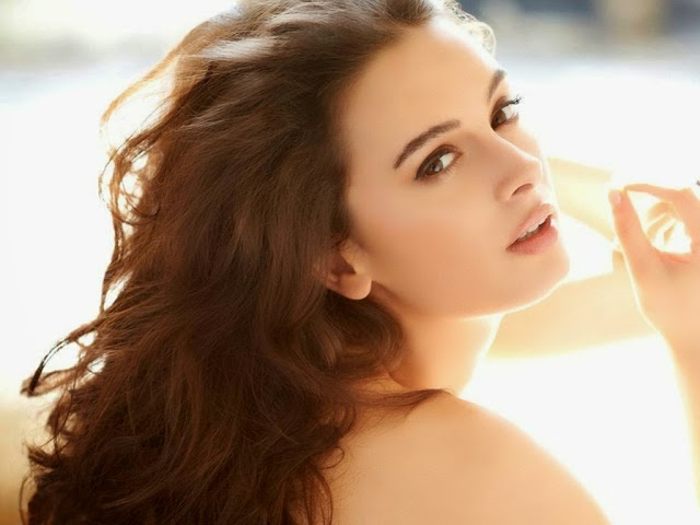 Evelyn Sharma Latest Hot HD Unseen Wallpapers Collection 2014