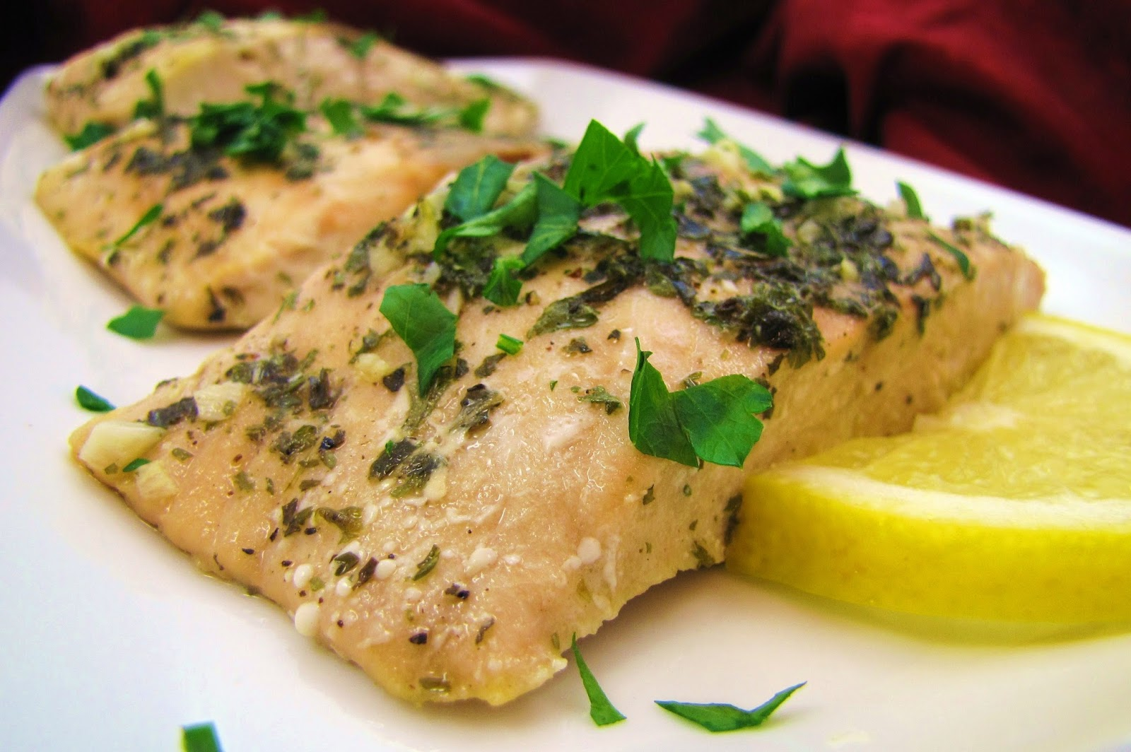 Low-FODMAP Recipe Roundup: Friday Fish Fry {Baked Salmon}  /  Delicious as it Looks