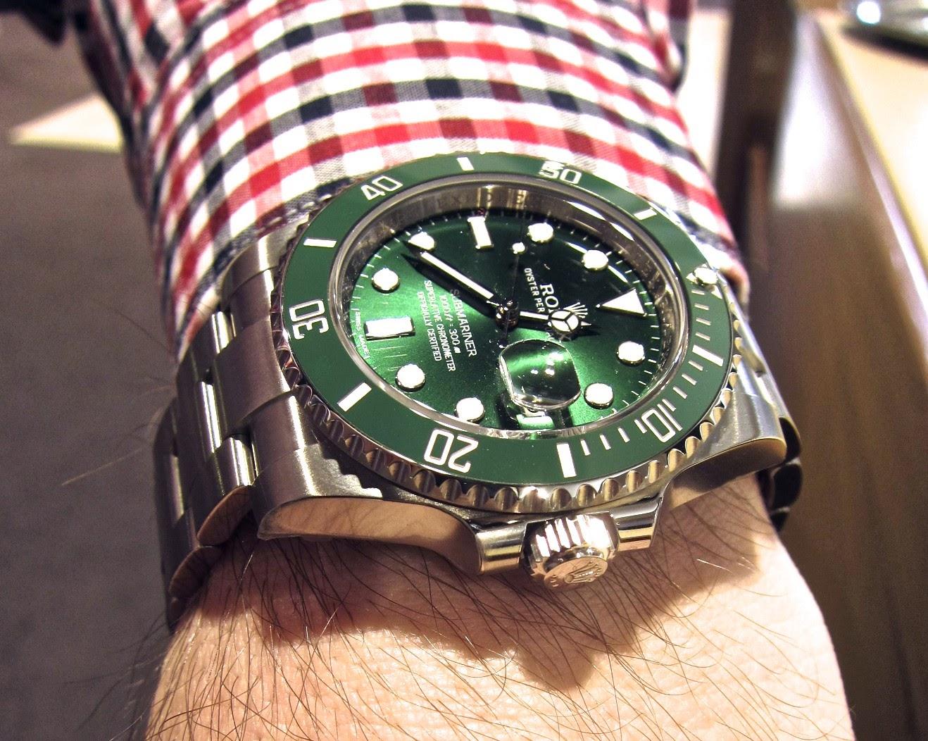 Am Rande Noch Bemerkt Kostet Die Aktuelle Und Vor Allem In Vielen Punkten Verbesserte Rolex Submariner Date 116010LN Mit Dem Wunderbaren Armband Der