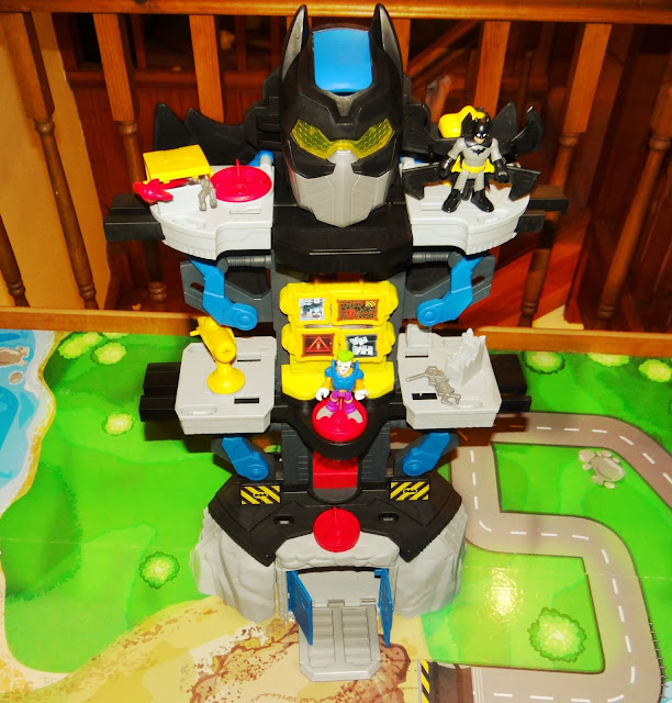 Imaginext DC Super Friends Transforming Bat Cave Play Set