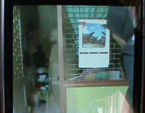 Hantu perempuan berjubah putih di Radio Warna Pasuruan