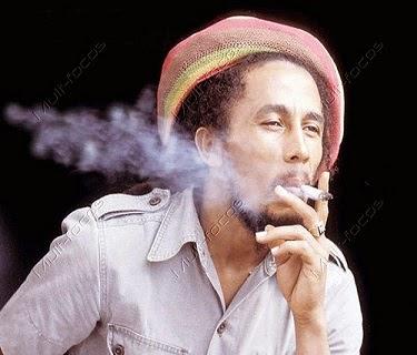 Bob Marley fumando maconha