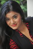Yamini bhaskar glam pics-thumbnail-7