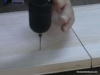 Taladrar los agujeros guía para la punta de pivote. www.enredandonogaraxe.com