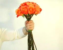 Cách bó hoa hồng 05