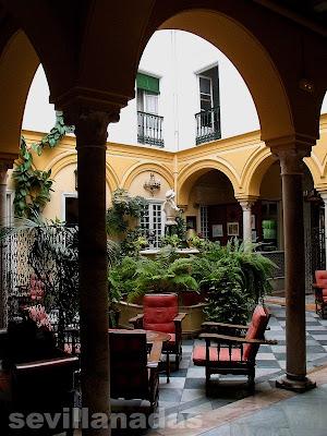 Patio Hotel Simón Sevilla