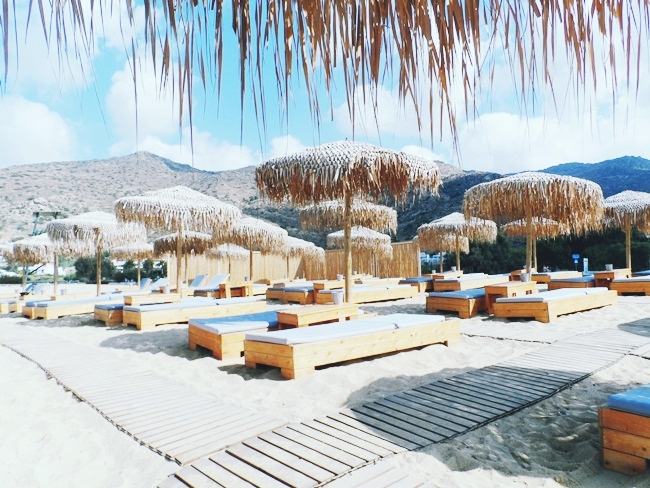 Almyra by the sea beach bar and restaurant Mylopotas beach Ios island.Best Ios beach bars.Ios island travel guide.Where to go in Ios.Ios ostrvo Milopotas plaza.
