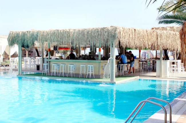 Jojo summer beach bar in Perivolos beach in Santorini. Best beach bars in Santorini. Best beach (beaches) in Santorini.