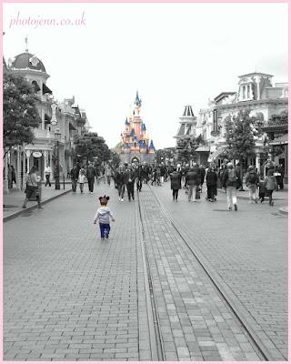 disneyland-paris-castle-running