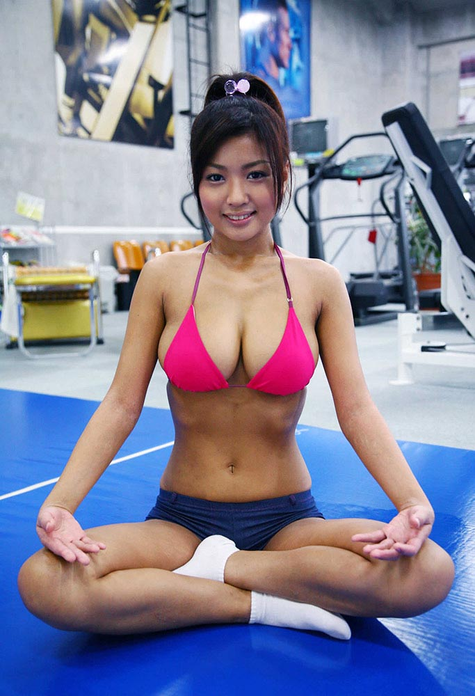 kana tsugihara sexy gym workout 01