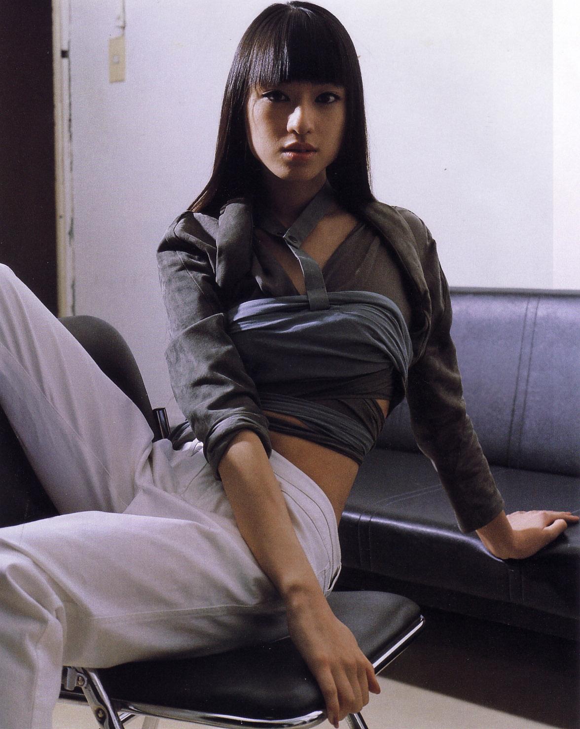 http://4.bp.blogspot.com/-WSnPSUmeMnY/T_GegkTSzTI/AAAAAAAApzM/8VkEwpAoCMs/s1600/chiaki-kuriyama-104.jpg