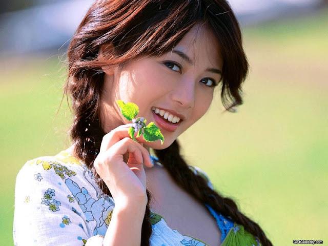 Yu Hasebe Simple Look