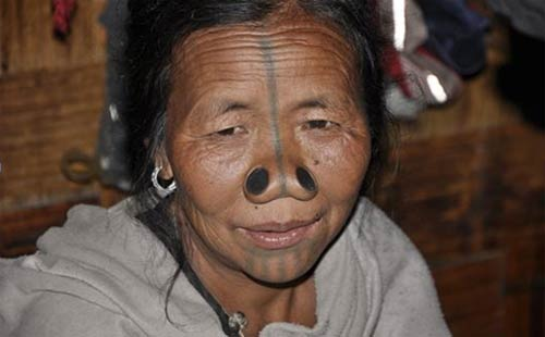 قبيلة هندية تشوه أنوف نسائها لحمايتهن من الاختطاف