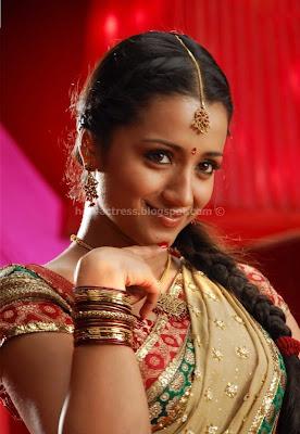 Hot actress trisha saree pics