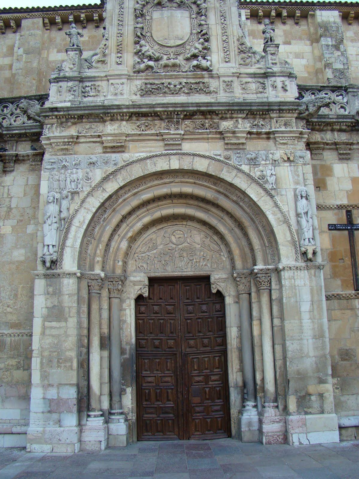 Por amor al arte y iii la puerta del codero colegiata for Puerta 4 del jockey