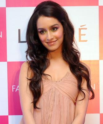 Top 10 Artis Cantik Bollywood Bermata Indah