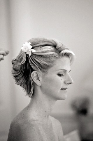 Perk Up Your Wedding Style With Hair Flowers