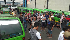 Puluhan Sopir Angkot Gerudug Kantor Dishub Kota Bogor