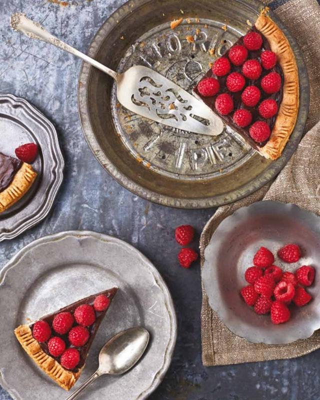 """Beispielbild aus """"Vegane Schkolade"""" aus dem Unimedica Verlag  © bei Fran Costigan"""