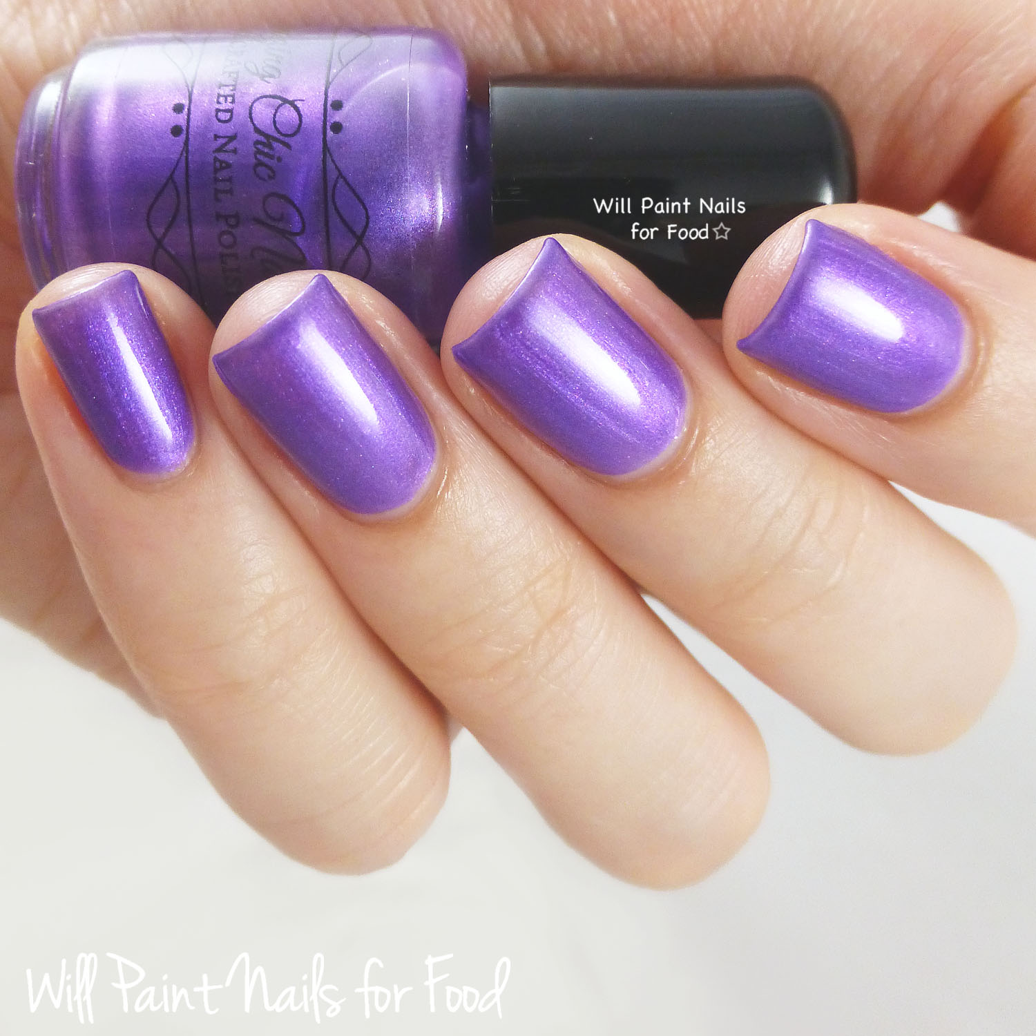 Amazing Chic Nails Buckingham Palace swatch