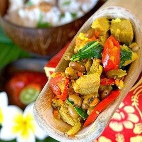 Lawar merupakan makanan khas bali berupa campuran sayur Beaches inward Bali; 10 Bali Traditional Food