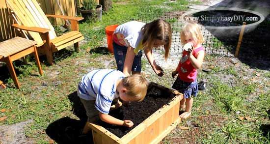 Simply Easy DIY: DIY: Garden Planter Box