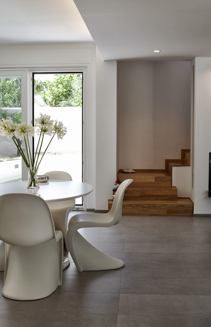 Dining table in Modern villa Di Gioia by Pedone Working