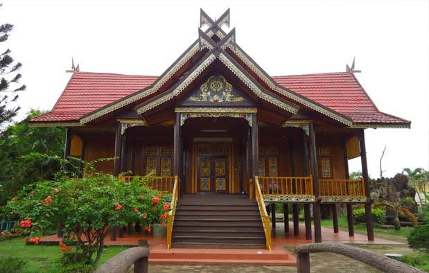 Rumah Adat di Indonesia kajang leko