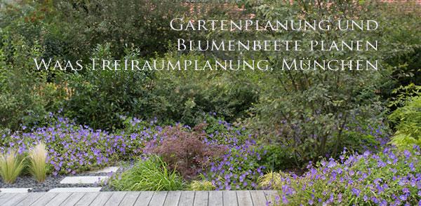 pflegeleichte, üppige Bepflanzung am Holzdeck für einen privaten Garten mit Wasser
