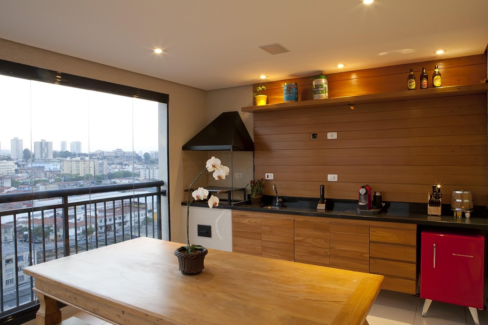 #A67025 da Calu Fontes na cozinha e madeira de demolição na parede do home  1600x1067 px Melhoria Home Da Cozinha_10 Imagens