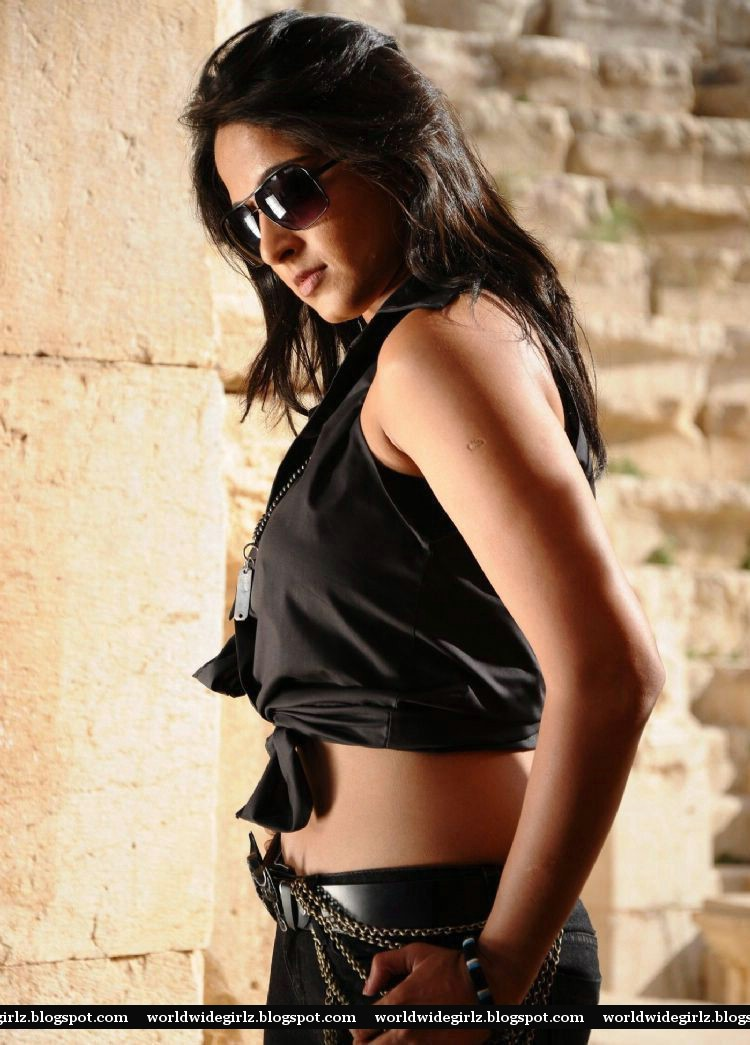 Tollywood Actress Anushka Shetty Spicy Navel Show Images