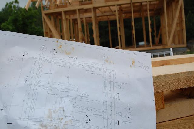 Dom-z-gliny-w-trakcie-budowy