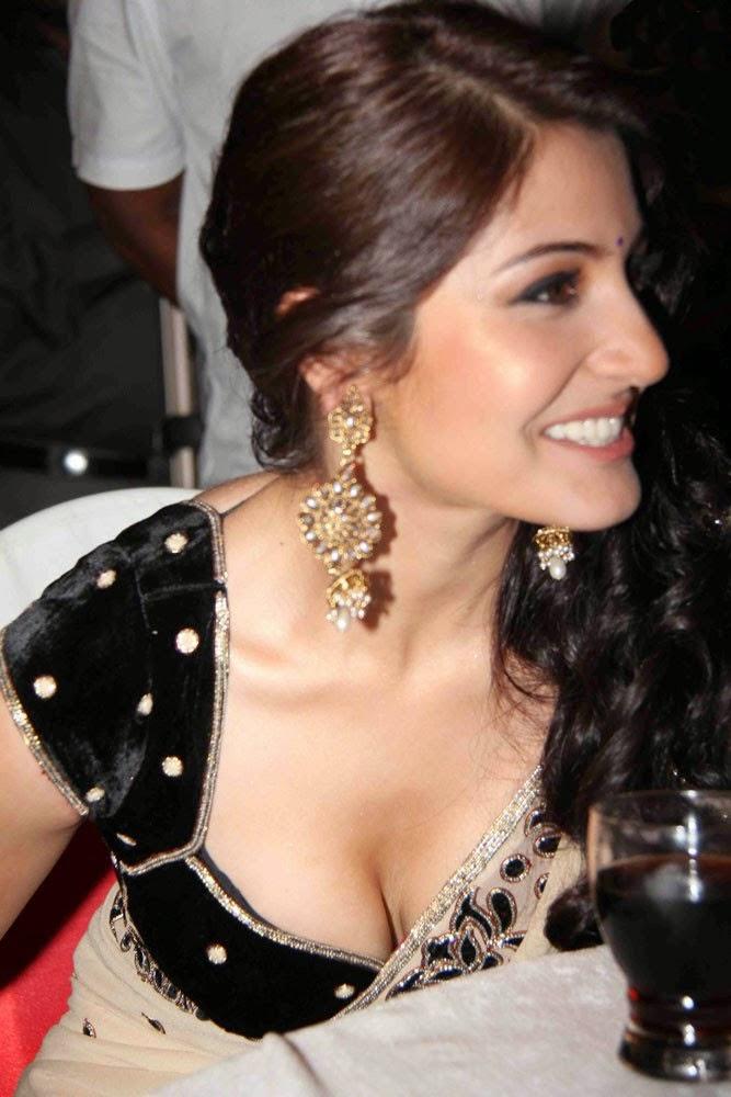 Anushka Sharma's Hot Huge Big Cleavage Exposed in her tight black bra blouse bollywood actress anushka sharma hot pics in saree
