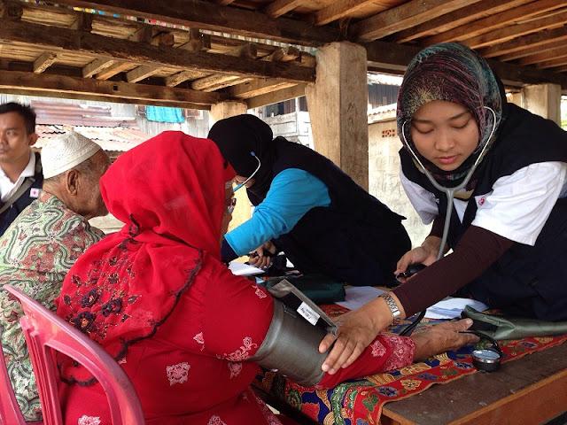 PMI memberikan layanan kesehatan di Tanjung pring
