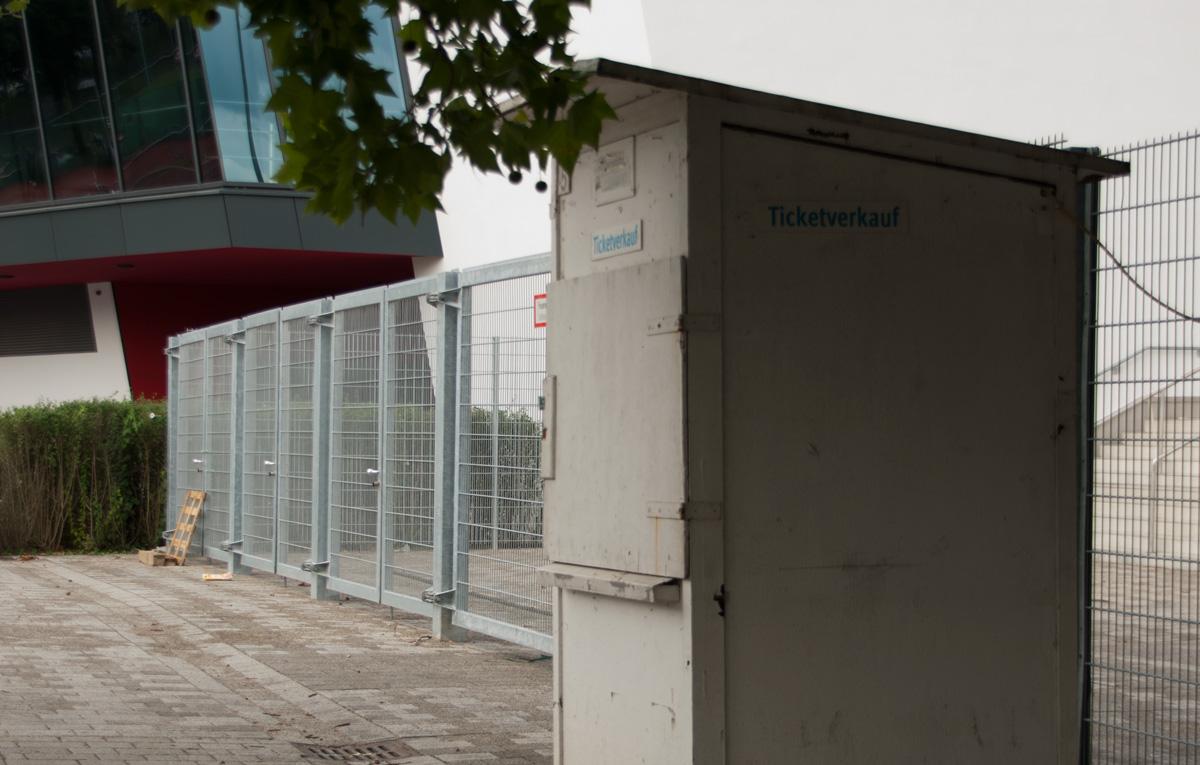 bundesliga stadion tour 2011 stuttgart mercedes benz arena. Black Bedroom Furniture Sets. Home Design Ideas