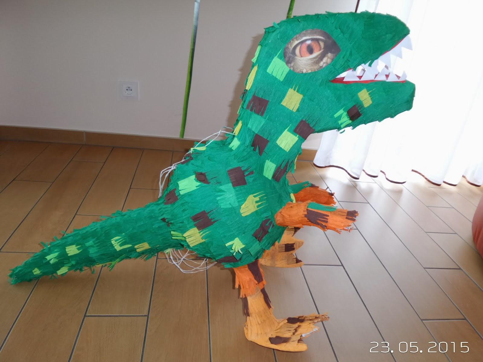 14. Piniata Dinozaur