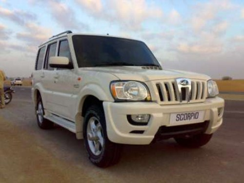 New HD Mahindra Scorpio In The Black Color Five Doors Car Have Great Performance Which Is Successful SUV Before Renault Duster I Think Only But