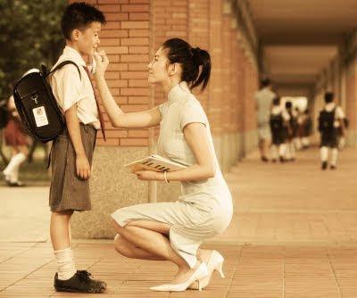 Ibu Tengah menyemangati sang Anak - Blog Mas Hendra