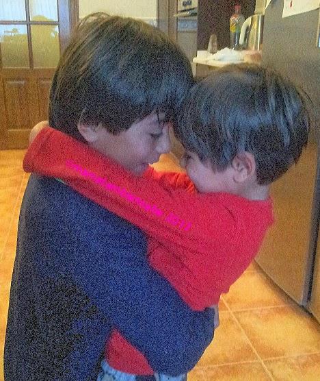 abrazo niños