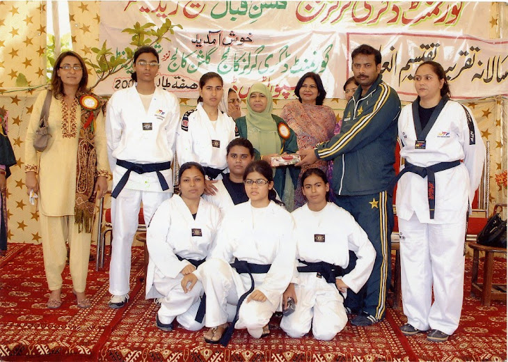 Kamran K.Kureshi with Female students in Gulshan College