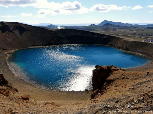Blick über den Vulkansee Víti im Gebiet Krafla in Island