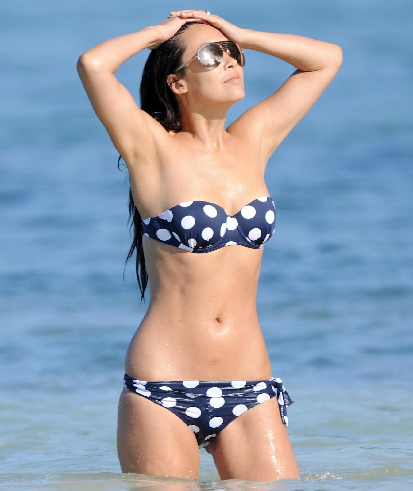 http://4.bp.blogspot.com/-WXb-nyDHLog/UEo19dvAIAI/AAAAAAAAIjc/AhKtDiD2u80/s1600/myleene_klass_caribbean_bikini_6th_january_2012__cufdW7Q.jpg