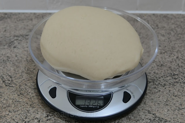 Mixing in the ratio I shown gave me 1.3 kilos of dough, which is approximately 2.9 lbs.