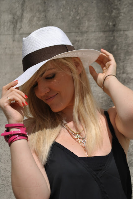 mariafelicia magno fashion blogger blogger italiane di moda cappello panama ragazze bionde orologio fucsia orologio fucsia majique majique london watch panama hat how to wear panama hat blonde girls blonde hair blondie girls