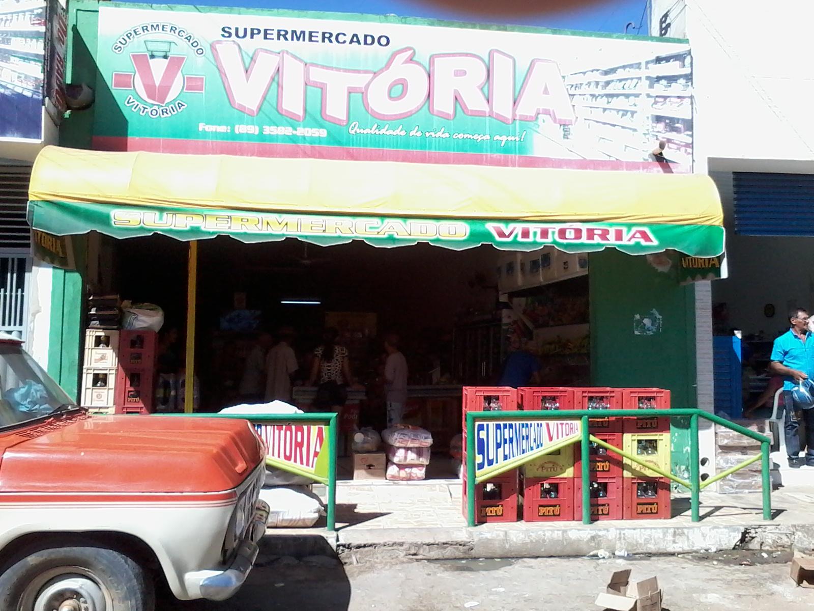 Supermercado Vitória no centro em São Raimundo Nonato distribuidor da Cristal