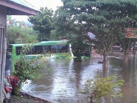 foto banjir di padang panjang januari 2014