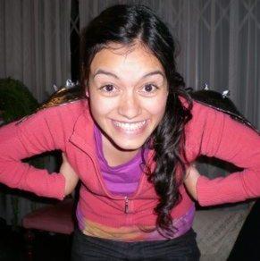 Jely Reátegui haciendo poses graciosas