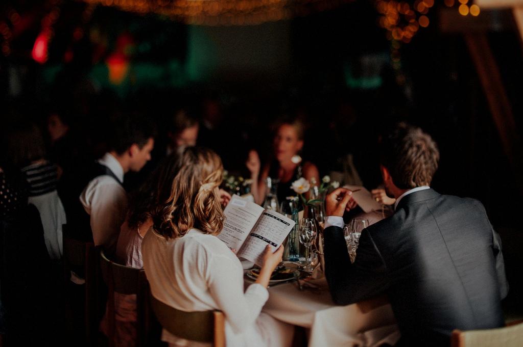 Dukning i lada på bröllop